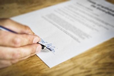 Arbeitszeugnis mit Unterschrift